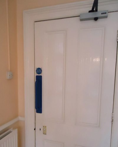 Dementia friendly door handle